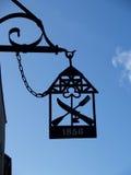 老餐馆的标志在克莱佩达,立陶宛 免版税库存图片