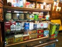老香烟箱子的汇集 免版税库存照片