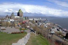 老魁北克市地平线和大别墅Frontenac在夏天,观看从La Citadelle 图库摄影