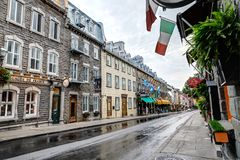 老魁北克市,加拿大五颜六色的街道  免版税库存图片
