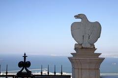 老鹰雕塑在Bahai庭院里,海法 库存图片