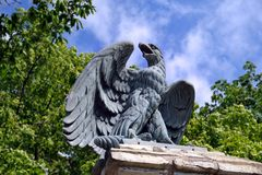 老鹰雕塑  库存图片