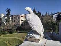 老鹰雕塑Bahai庭院,海法 库存照片