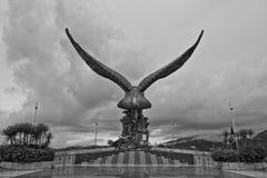 老鹰雕象后面视图, Pulau凌家卫岛,吉打,马来西亚 图库摄影