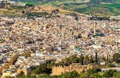 老麦地那全景在Fes,摩洛哥,非洲 免版税库存图片
