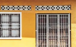 老黄色房子门面,尼加拉瓜 库存照片