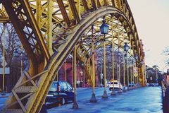 老黄色桥梁 库存图片
