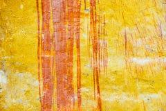 老黄色被绘的墙壁背景  免版税库存照片
