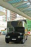 老黑色公共汽车 免版税库存图片