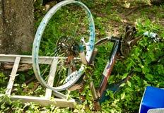 老黑色被构筑的自行车 免版税库存照片
