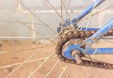 老齿轮和链子自行车 免版税图库摄影