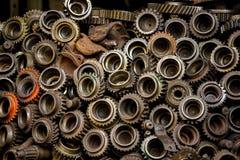 老齿轮的零件有油性着色剂的 免版税库存照片