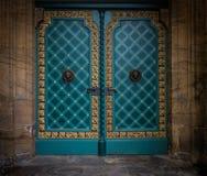 老,一个石大厦的金属门在明登,德国 库存照片