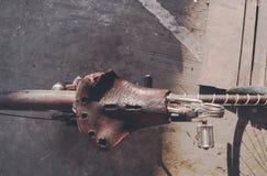 老,年迈的,减速火箭的自行车细节 免版税库存图片
