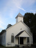 老,白色木教会在农村田纳西 库存图片