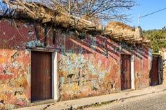 老,粉碎的房子墙壁,安提瓜岛,危地马拉 免版税库存图片