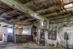 老,被放弃的谷仓 库存图片