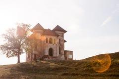 老,被放弃的,被破坏的房子 免版税库存图片