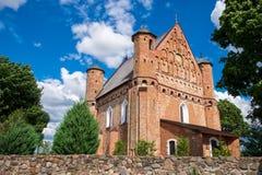 老15世纪圣迈克尔在Synkovichy,哥罗德诺地区,白俄罗斯加强了教会 免版税图库摄影