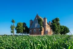 老15世纪圣迈克尔教会在Synkovichy村庄,哥罗德诺地区,白俄罗斯 库存图片