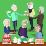 老年人有一个茶会在一个老人中心 免版税库存图片