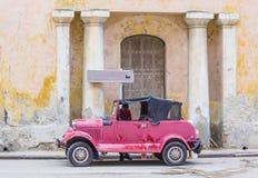 老经典汽车在古巴 免版税库存照片