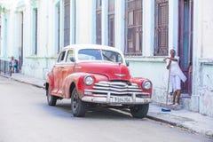 老经典汽车在古巴 免版税库存图片