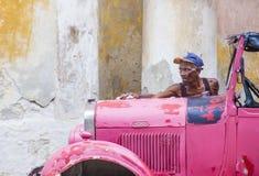 老经典汽车在古巴 库存图片
