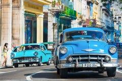 老经典汽车在哈瓦那使用了出租汽车 库存照片