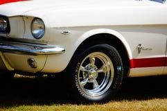 老经典白色和红色汽车入口细节 免版税图库摄影