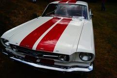 老经典白色和红色汽车入口细节 免版税库存照片