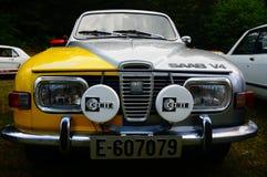 老经典白色和黄色汽车入口细节 库存照片