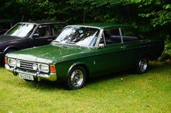 老经典绿色汽车入口细节 免版税库存图片