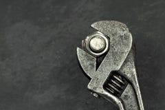 老活动扳手和螺拴螺母 免版税库存照片