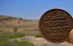 老1942巴勒斯坦人硬币在是巴勒斯坦边界 库存照片