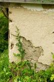 老黏土房子的墙壁 库存图片