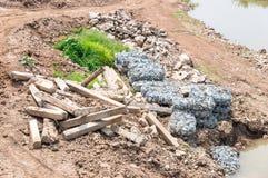 老水坝残骸  免版税库存图片