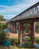 老1886年新南威尔斯修筑的铁木桥梁澳大利亚 免版税图库摄影