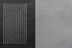 老破旧的灰色纸和成波状的黑皮革 库存照片