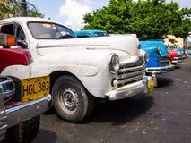 老破旧的美国汽车在古巴 免版税库存图片
