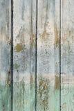 老破旧的葡萄酒木墙壁绘了淡蓝和绿色 免版税库存照片