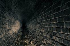 老黑暗的流失地下墓穴 免版税库存图片