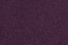 老黑暗的紫色纸特写镜头纹理  密集的纸板的结构 紫罗兰色背景 免版税图库摄影
