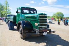 老柴油卡车Sisu -葡萄酒汽车游行的参加者  Kerimyaki,芬兰 免版税库存照片