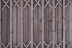 老滑的金属门背景 免版税库存图片