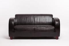 老黑皮革长沙发 免版税库存图片