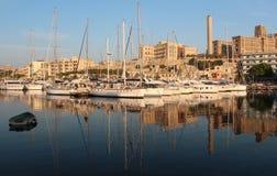 老建筑学有从一个海湾的看法与游艇 图库摄影