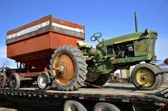 老2010年约翰Deere拖拉机 免版税库存照片