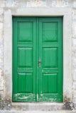 老绿色前门 库存照片
