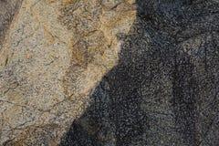 老黄色岩石 免版税库存照片